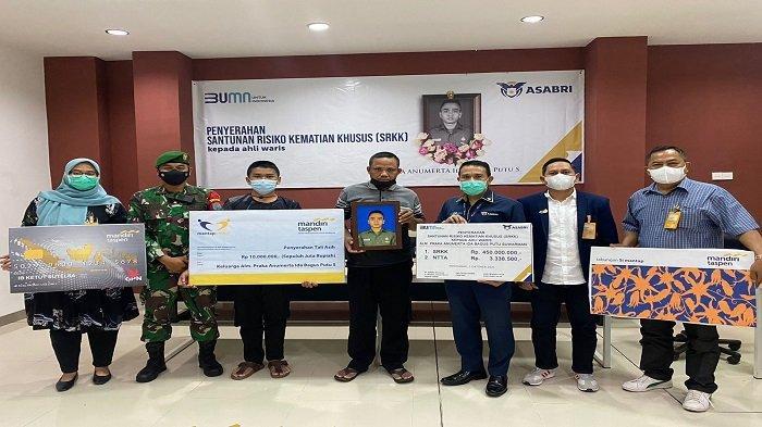 ASABRI menyerahkan Santunan Risiko Kematian Khusus (SRKK) kepada ahli waris dari dua putra terbaik bangsa yang gugur akibat kontak senjata di Papua.