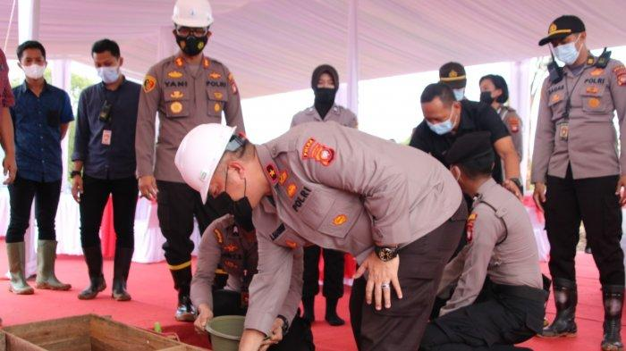 Wakapolda Kalbar Asep Safrudin Lakukan Peletakan Batu Pertama Pembangunan Polres Kubu Raya