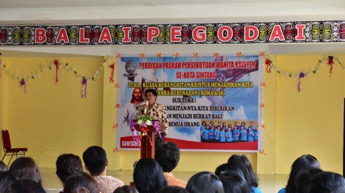 Asisten 1 Buka Perayaan Paskah Persekutuan Wanita Kristen Sintang