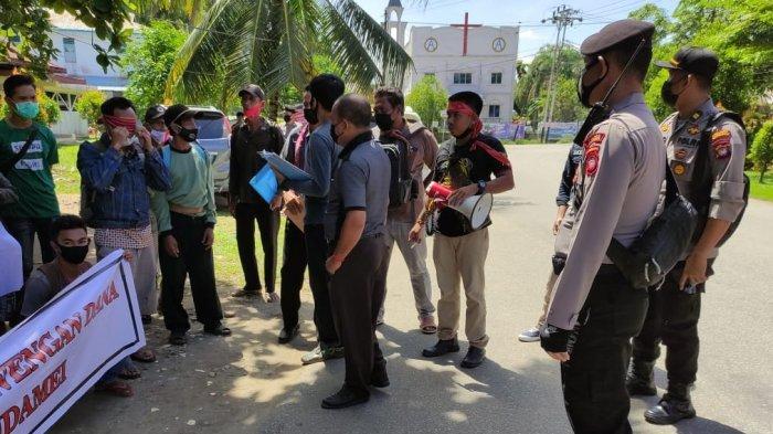 Polres Sanggau Beri Pengamanan Penyampaian Aspirasi Kelompok Petani Mitra Maju Bersama 3 Kecamatan