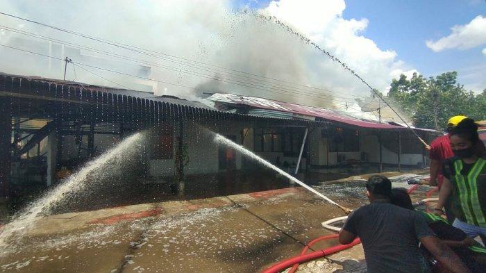 Asrama Polisi di Jalan Subarkah Pontianak Terbakar.