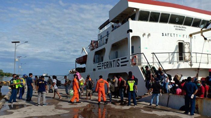 Waspada Covid-19, Bupati Atbah Bersama Polsek Semparuk Monitoring Kedatangan Penumpang Kapal