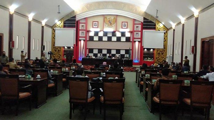 Rapat Paripurna dengan DPRD, Atbah: Pemkab Tetap Berkomitmen Bangun Sambas dan Tingkatkan PAD