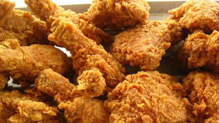 Cara Membuat Ayam Goreng Tepung Praktis dan Renyah, Kuncinya di Minyak Panas