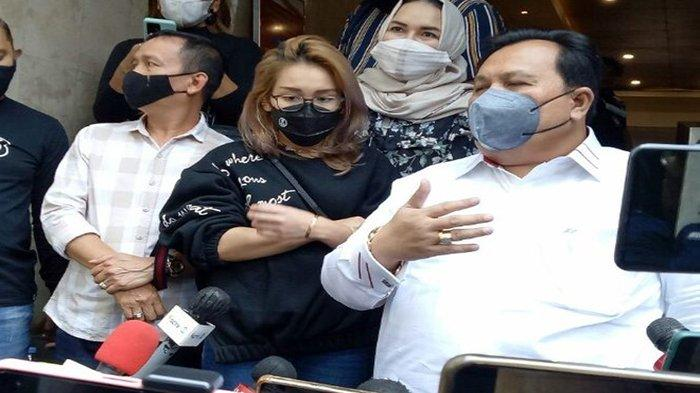 Datangi Polda Metro Jaya, Abdul Rozak dan Umi Kalsum Diberondong Pertayaaan, Ayu Ikut Berikan Respon