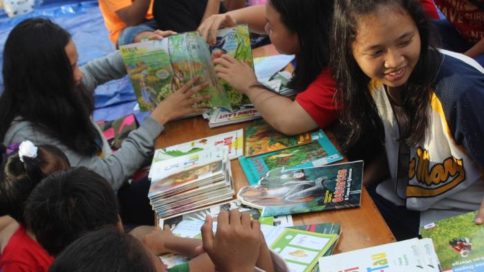 Peringati Hari Bumi, Relawan Tajam dan RebonK Tanam 83 Bibit Pohon di Pantai Pasir Mayang - baca-buku_20160426_205610.jpg