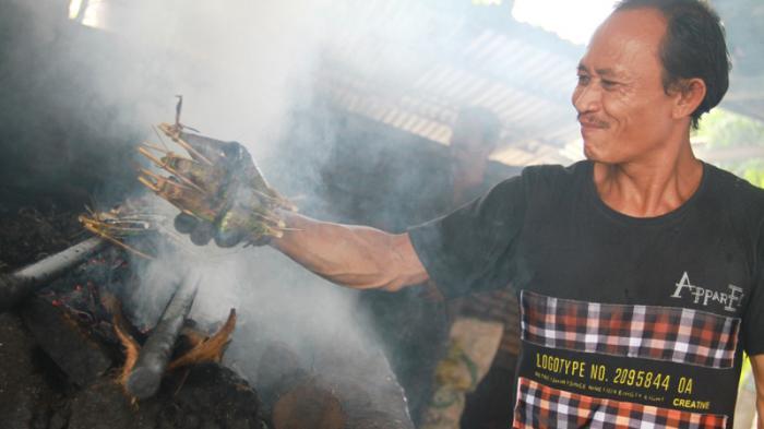 Singgah di Pondok Pengkang, Makan Lempar Khas Kalbar - bakar-pengkang_20160219_221228.jpg