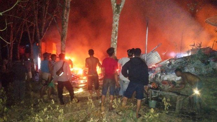 Musibah kebakaran menghanguskan satu unit rumah sekaligus bengkel milik Yatno, warga Desa Manter, Kecamatan Sungai Tebelian, Kabupaten Sintang, Kalbar. Akibat kebakaran tersebut, nyawa bayi berusia 1 tahun meninggal dunia dalam kondisi tak utuh, karena terbakar.