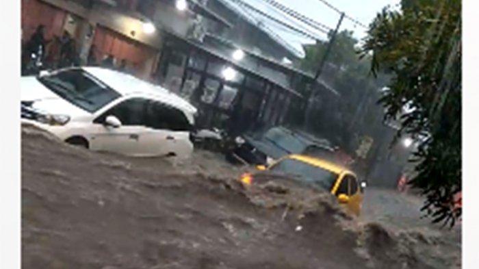 Mengejutkan Warga, Banjir Yang Melanda Kota Ini Merubah Sebagian Jalanan Jadi Sungai