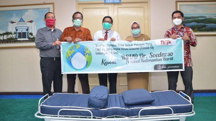 Bank Kalbar dan FKIJK Berikan Bantuan Tempat Tidur kepada RSUD Soedarso