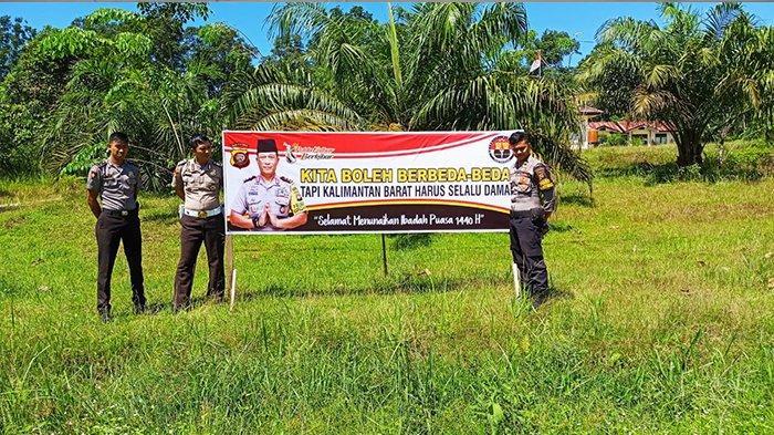 Polsek Belitang Pasang Banner Ucapan Selamat Menunaikan Ibadah Puasa 1440 H