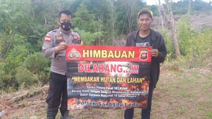 Brigadir Wim Win Gunakan Banner Sosialisasi Larangan Karhutla kepada Masyarakat