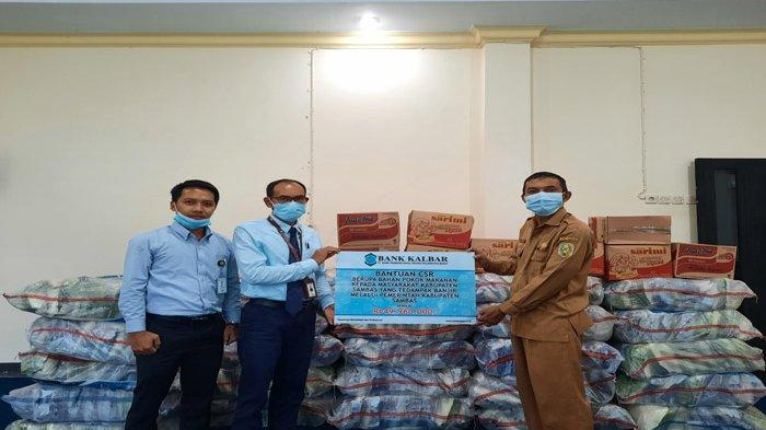 Pemkab Sambas Terima Bantuan 3 Ton Beras dari Bank Kalbar untuk Warga Terdampak Banjir