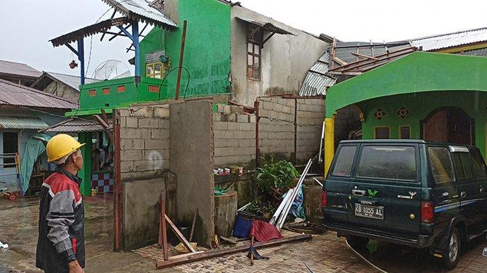 Pemkot Singkawang Bantu Perbaiki Rumah Korban Puting Beliung