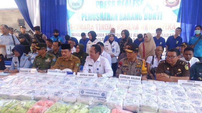 BREAKING NEWS - Terungkap, Ini Dua Tersangka Penyelundup Narkoba Terbesar di Kalbar dan Jumlah Sabu
