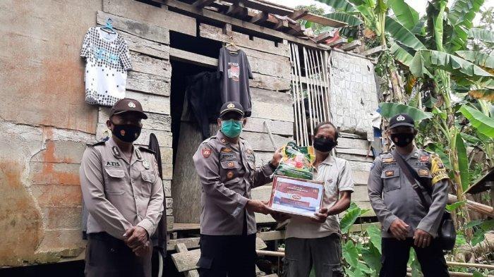 Kapolsek Bonti Salurkan Bansos Kepada Warga yang Terdampak Batingsor di Desa Bahta