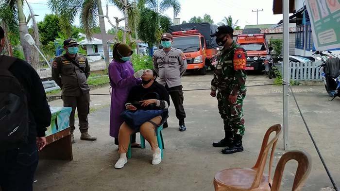 Satgas Covid-19 Kecamatan Teluk Batang Masih LakukanPemeriksaan Kesehatan Bagi Pelintas