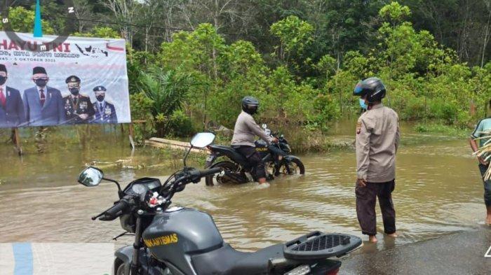 Personel Polsek Bika Lakukan Patroli Perairan Kontrol Kondisi Bencana di Wilayah Rawan