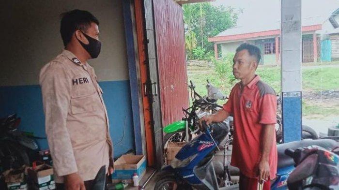 Sambangi Bengkel Warga Binaan, Bhabinkamtibmas Polsek Bengkayang Sampaikan Imbauan Prokes 5M