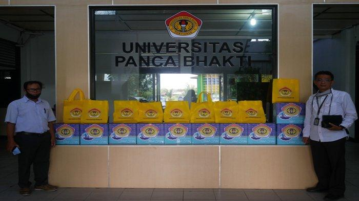 Karyawan UPB Pontianak Terima Bingkisan Idul Fitri
