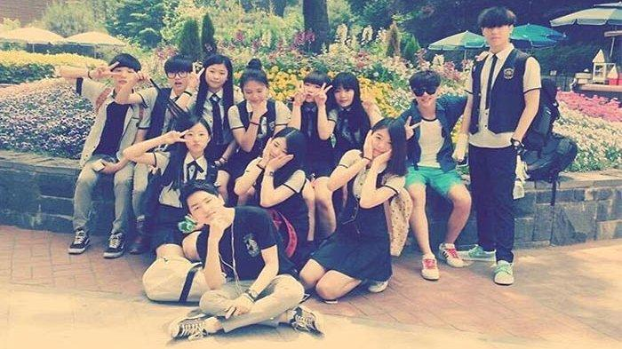 Beredar Foto Lawas Idola K-Pop Berseragam Sekolah Jauh Sebelum Tenar, Penggemar Dibuat Penasaran!