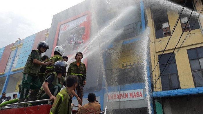 BREAKING NEWS- Ruko Harapan Masa di Kelurahan Darat Sekip Pontianak Terbakar