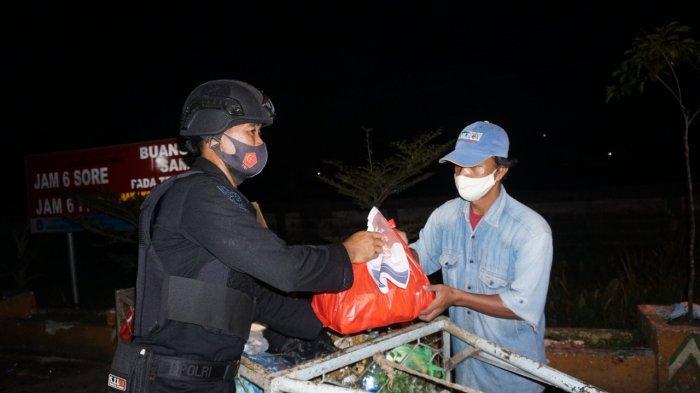 Polda Kalbar Gelar Patroli Skala Besar dan Bagikan 1.000 Paket Sembako kepada Warga Yang Membutuhkan