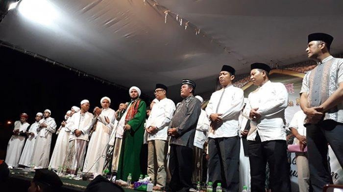 Ribuan Umat Muslim Hadiri Sholawat Dua Negara Bersama Habib Syech di PLBN Entikong