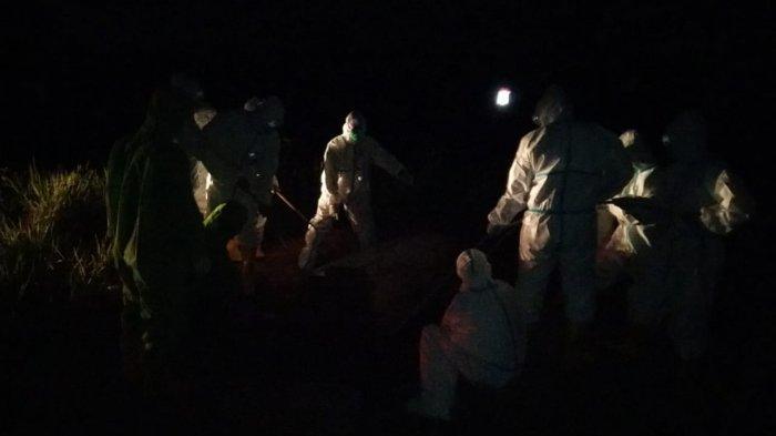 Kapolsek Nanga Pinoh Pimpin Prosesi Pemakaman Pasien Covid-19
