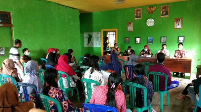 Kapolsek Putussibau Selatan Hadiri Sosialisasi Bidan dan Dukun Kampung