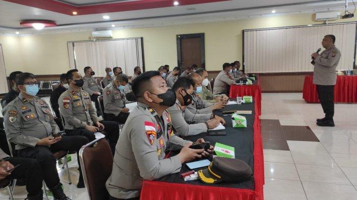 Tim Bidkum Polda Kalbar Berikan Penyuluhan Hukum di Polres Sanggau