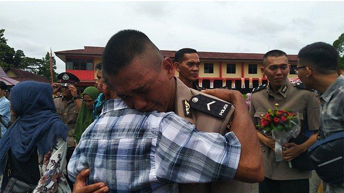 Upacara Penutupan Pendidikan Pembentukan Bintara Polri SPN Polda Kalbar Berlansung Haru