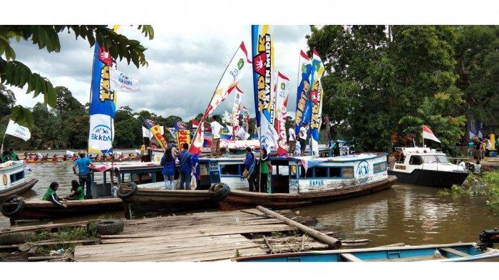 BKKBN Gelar Lomba Sampan dan Pawai Pada Pencanangan Kampung KB di Sekadau