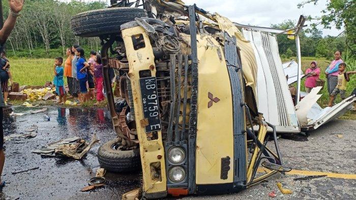 Mobil box Mitsubishi terlibat laka lantas di Jalan Provinsi, Kecamatan Nanga Pinoh, Melawi, Rabu 19 Mei 2021.