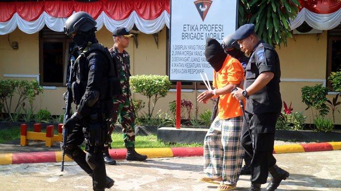 7 Tersangka Bom Gereja Oikumene Dibawa Densus 88 ke Jakarta