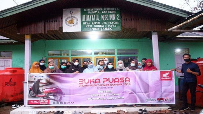 Hijabers Community Bersama Astra Motor Gelar Bukber di Ponpes