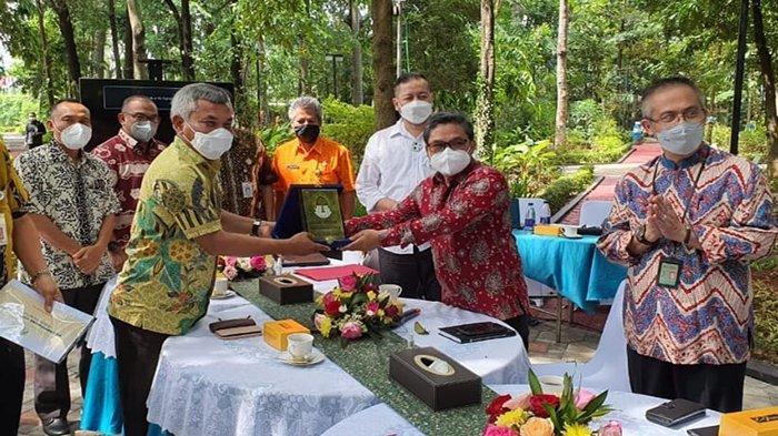 Martin Kenalkan Madu Kelulut Asal Ketapang ke Kementerian Lingkungan Hidup di Jakarta