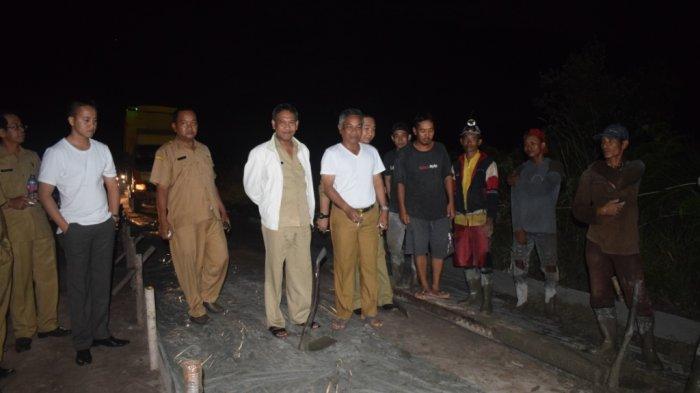 Bupati Martin Rantan Tinjau Pembangunan Jalan Sungai Pelang-Batu Tajam