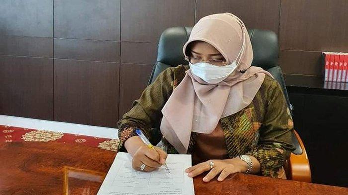 Bupati Erlina Tandatangani Hasil Rumusan Masukan dan Rekomendasi APKASI