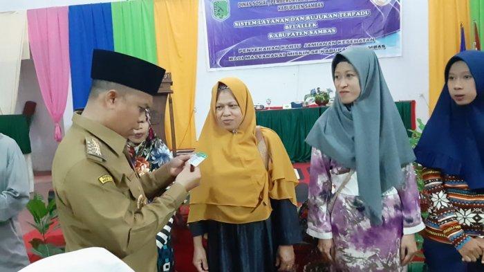 Bupati Sambas Hadiri Kegiatan Penyerahan Kartu Indonesia Sehat
