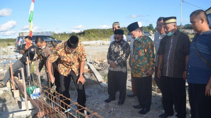 Bupati Jarot Bangga Antusias Warga Bantu Pembangunan Masjid Baitussalam