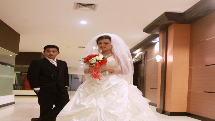 Tampil Serasi dan Menawan di Acara Pernikahan, Berikut Tips Memilih Busana Pengantin - busana-pengantin_20160821_233745.jpg