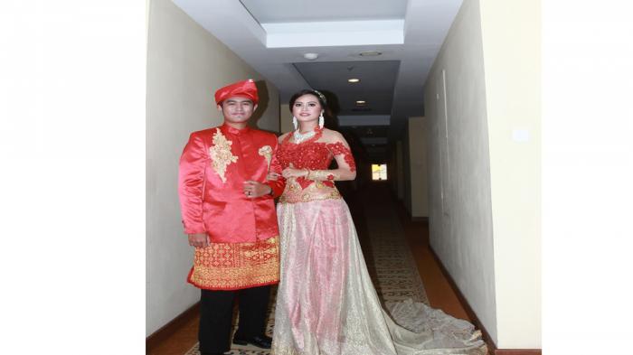 Tampil Serasi dan Menawan di Acara Pernikahan, Berikut Tips Memilih Busana Pengantin - busana-pengantin_20160821_233856.jpg