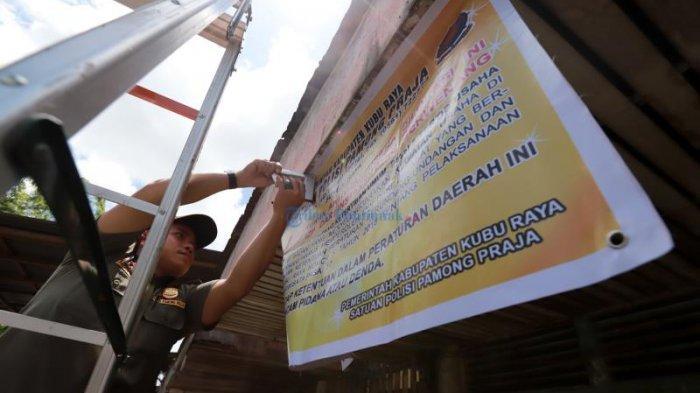FOTO: Pol PP Segel Kafe Remang-remang di Parit Baru - cafe-pari-baru-segel-03.jpg