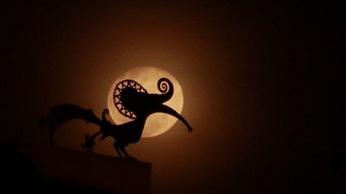 FOTO: Keindahan Cahaya Bulan Kemerahan di Langit Kota Pontianak, Rabu (11/03) - cahaya-bulan-di-pontianak-2.jpg