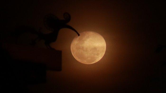 FOTO: Keindahan Cahaya Bulan Kemerahan di Langit Kota Pontianak, Rabu (11/03) - cahaya-bulan-di-pontianak-5.jpg