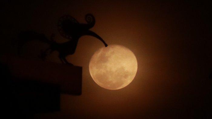 FOTO: Keindahan Cahaya Bulan Kemerahan di Langit Kota Pontianak, Rabu (11/03) - cahaya-bulan-di-pontianak.jpg