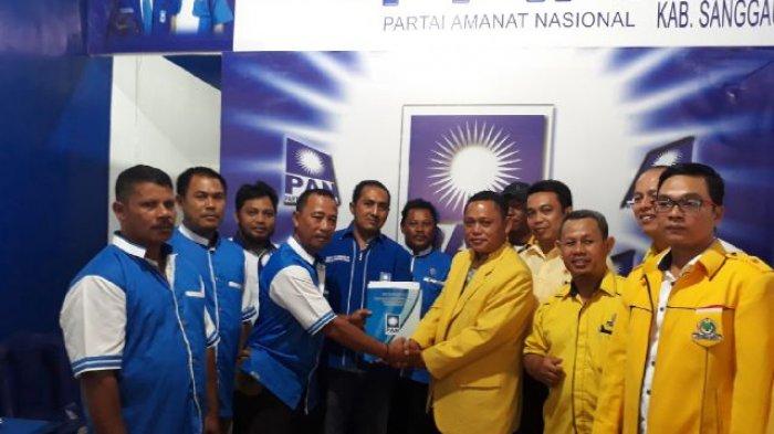 Bersama Rombongannya, Ason Kembalikan Berkas Pendaftaran ke PAN