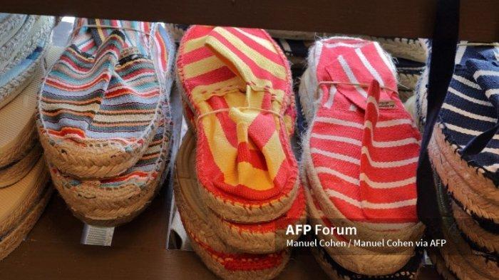 Cara Mudah Menghilangkan Bau Sepatu Tanpa Perlu Dicuci - Tips Mengatasi dan Penyebab Sepatu Berbau