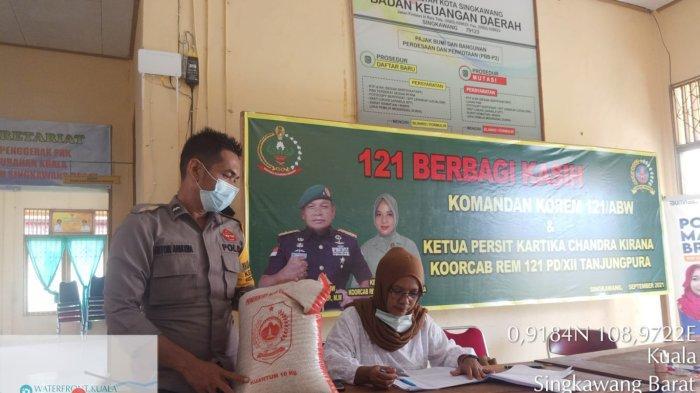 Pemkot Singkawang Salurkan CBPD pada Warga yang Terdampak Pandemi Covid-19 di Kelurahan Kuala